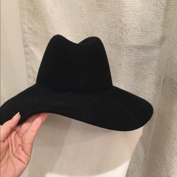 791793c6e Black felt wide brimmed hat